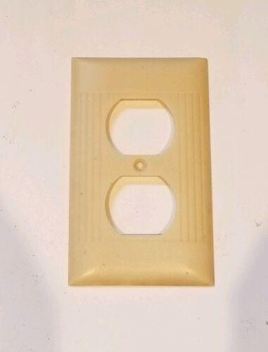 Hairline crack. Antique Vintage Sierra Ivory Bakelite Outlet Covet Plate