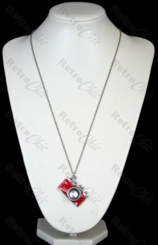 KITSCH RED ENAMEL vintage CAMERA big pendant NECKLACE long chain SILVER TONE