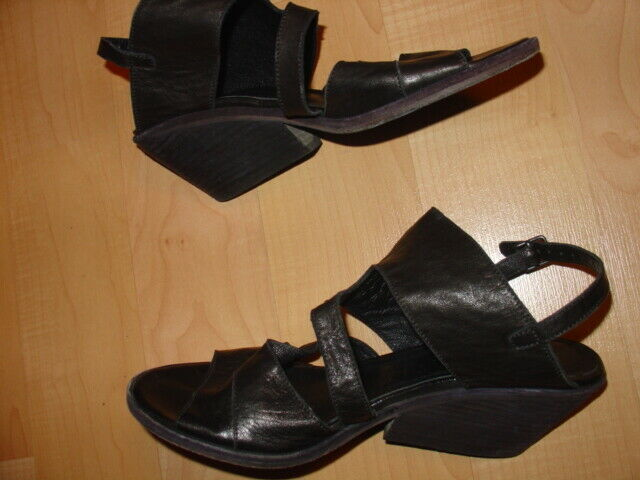 LD TUTTLE BLACK LEATHER SANDALS SHOES sz 39.5  US 9