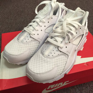 timeless design 00d92 9ee63 Image is loading NEW-Nike-Air-Huarache-Triple-White-Pure-Platinum-