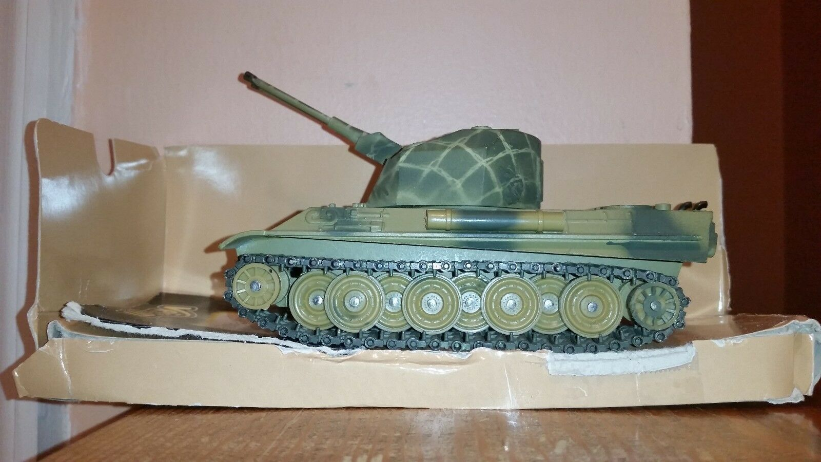 Solido German Panther G Anti-Aircraft Tank, 1 50 Die-cast Metal, Mint-RARE