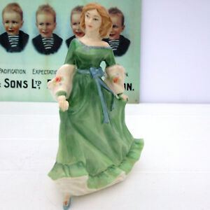 Royal-Doulton-Bone-China-Lady-Figurine-Spring-Serenade-HN-3956-Green