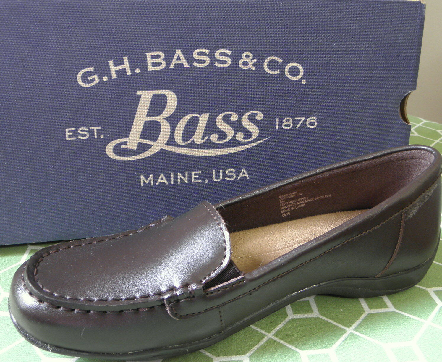 G H BASS & CO. Brown Leather Moccasin Style Slip On Loafer shoes Size 8 M