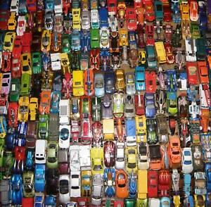 30 Spielzeugautos Autos zum Spielen - alle Marken - guter Zustand Kiste Konvolut