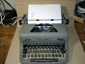 Vintage 1951 Royal Arrow Touch Control portable Typewriter (w)case, clean, works