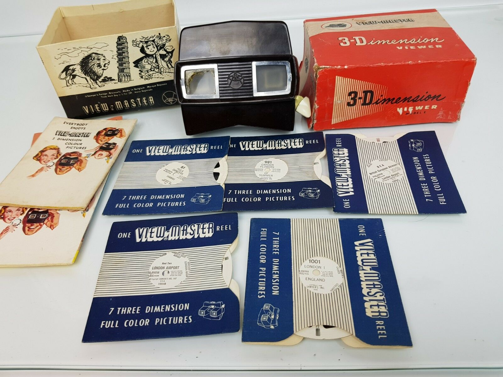 Vintage VIEW-MASTER 3-D VIEWER (Model E) with 5 Reels and Manual, Boxed