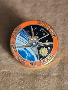 NASA-SPACE-SHUTTLE-PIN-ENAMEL-VINTAGE-CHALLENGER