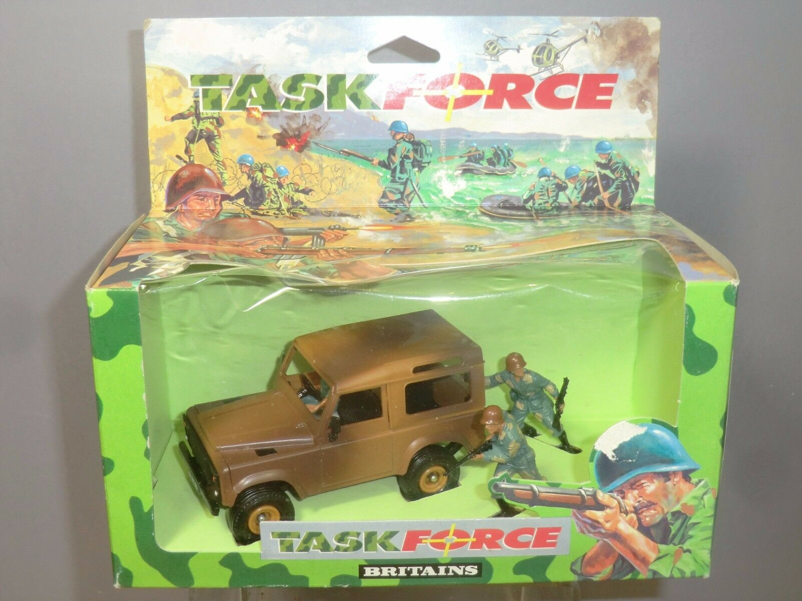 BRITAINS  TASK FORCE  MODEL No.7609 LAND ROVER   DEFENDER   WITH SOLDIERS VN MIB
