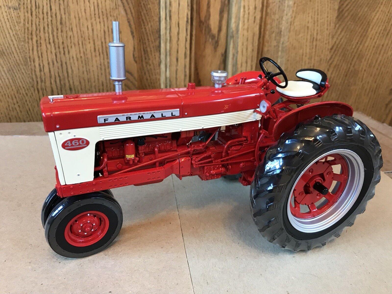 ERTL Farmall  460 Precision Series Modèle tracteur avec livret et médaillon  très populaire