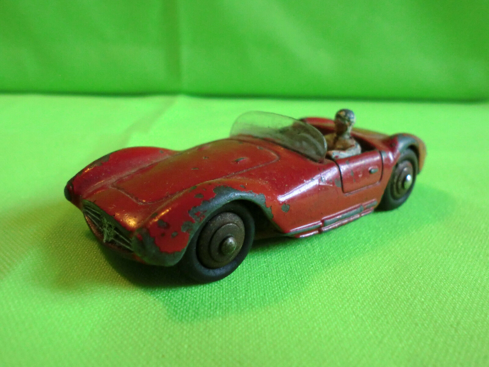 DINKY TOYS  -  1 43    MASERATI  -  22A  -    RARE SELTEN IN GOOD CONDITION 505180