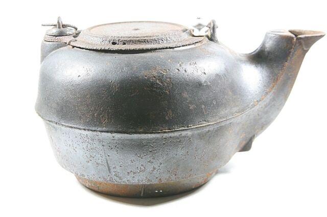 Old Vintage Antique Cast Iron Teapot Large Tea Pot Kettle 7 Estate