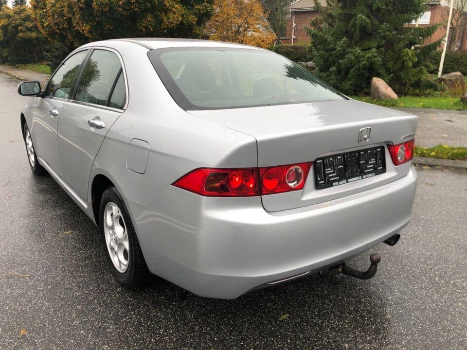 Honda Accord 2,0i Comfort Benzin modelår 2003 km 288000