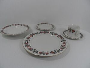 Image is loading VILLAGE-Christmas-Dinnerware-by-Lynns-China-5-Piece- & VILLAGE Christmas Dinnerware by Lynns China - 5-Piece Place Setting ...
