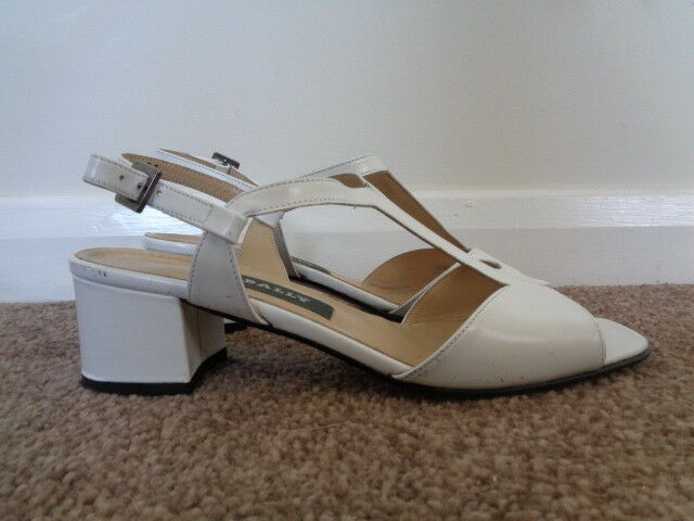 BALLY WEISS 100% LEATHER T BAR SANDALS SIZE 4