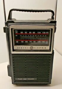 Vintage-General-Electric-GE-7-2800B-2-Way-Solid-State-AM-FM-Portable-Radio