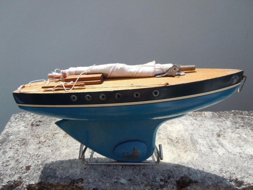 Bateau voilier de bassin Jouet Bois série Tiro série Bois 500 vers 1990 c4f540