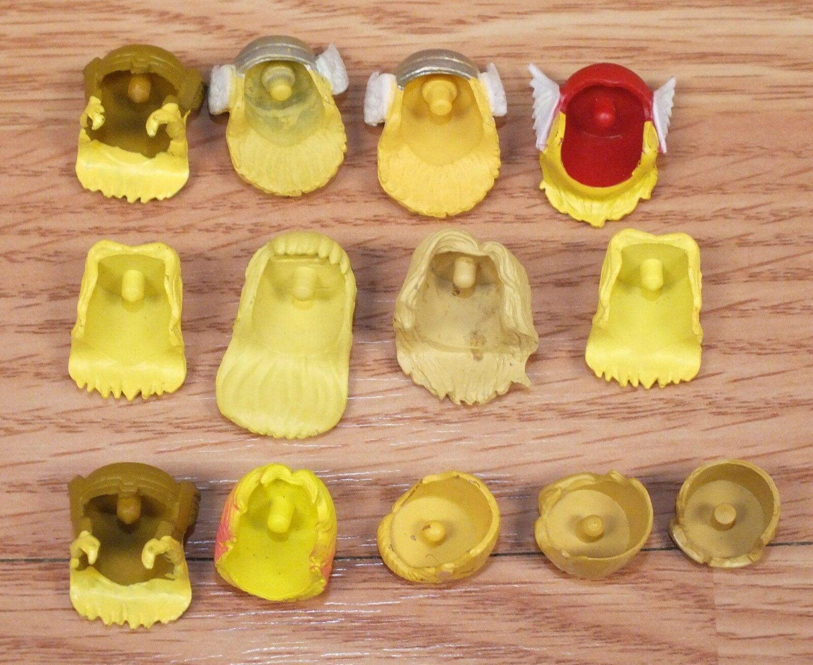 Lot of 13 13 13 Multi Character Themed Blonde Hair Pieces for Minimates   Mini Figures 3a492e