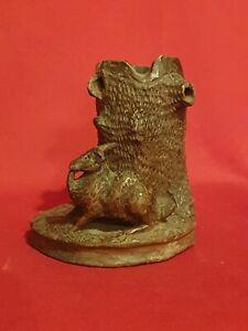Ancien-vide-poche-en-bois-sculpte-lapin-foret-noire