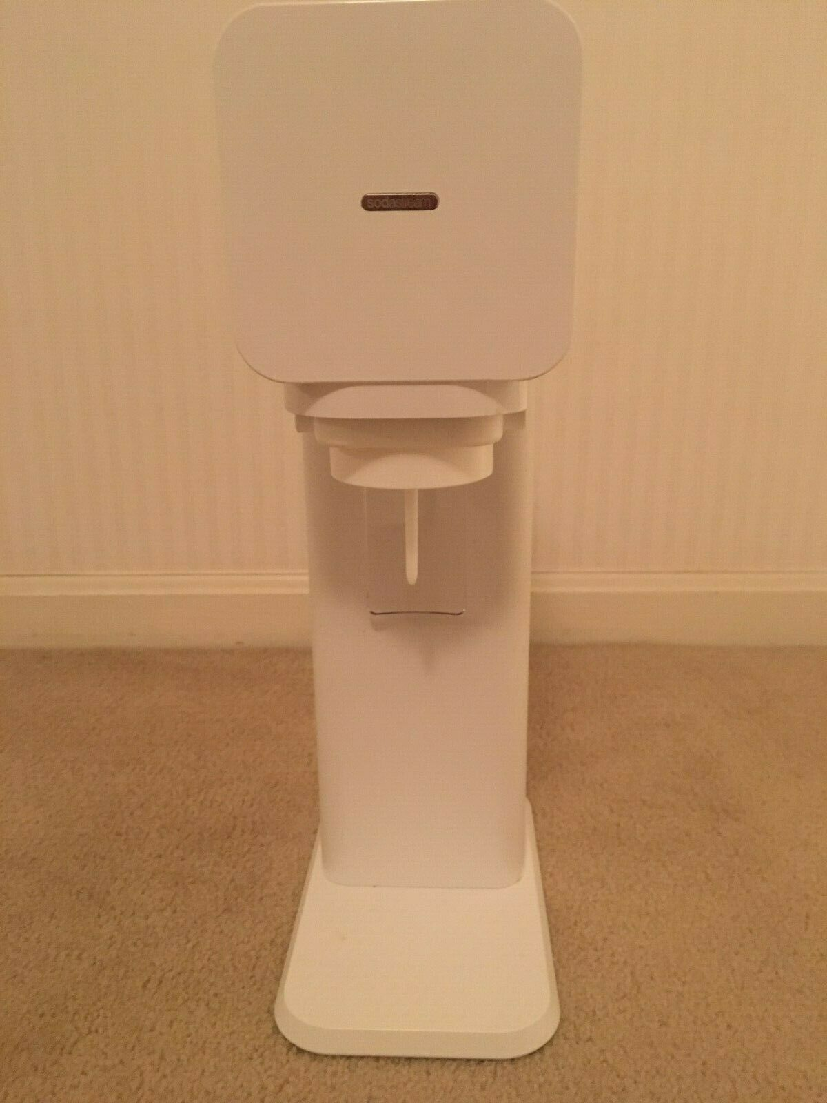 Soda Stream desirable modern white model  w  bonus