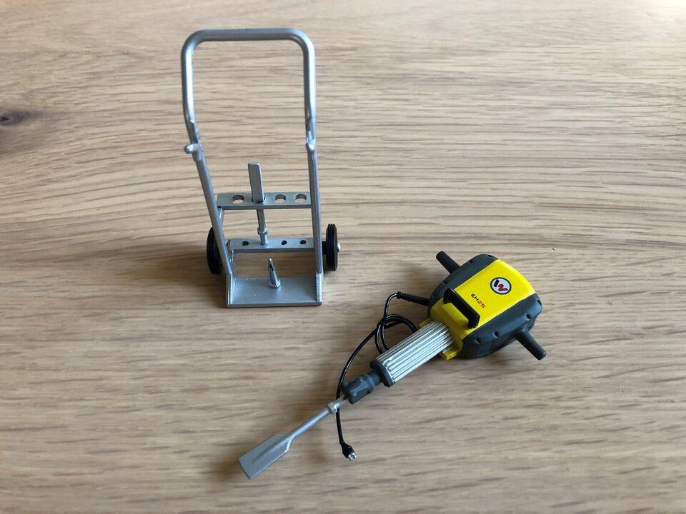 Universal Hobbies 1:12 Wacker Neuson hammer, Universal