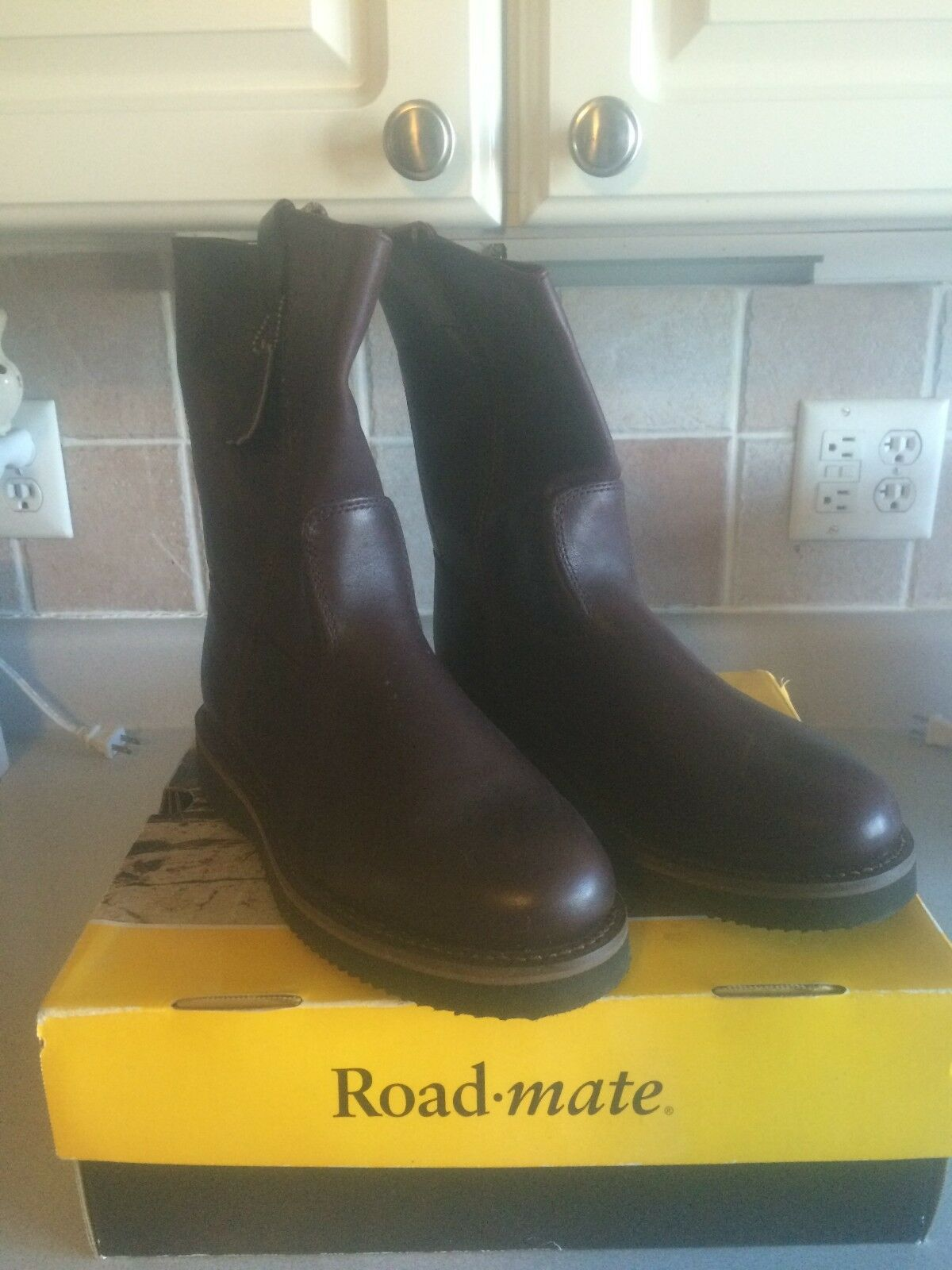 LEATHER WORK-BOOTS Men's Sz 9 1 2 W by ROADMATE Work-Casual