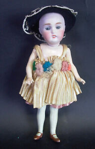 antike-Porzellankopf-Puppe-orginal-Kleid-amp-Hut