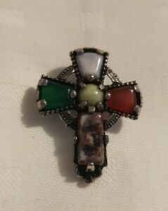 Vintage-small-Celtic-Cross-Scottish-Glass-Agate-Silvertone-Brooch-pin