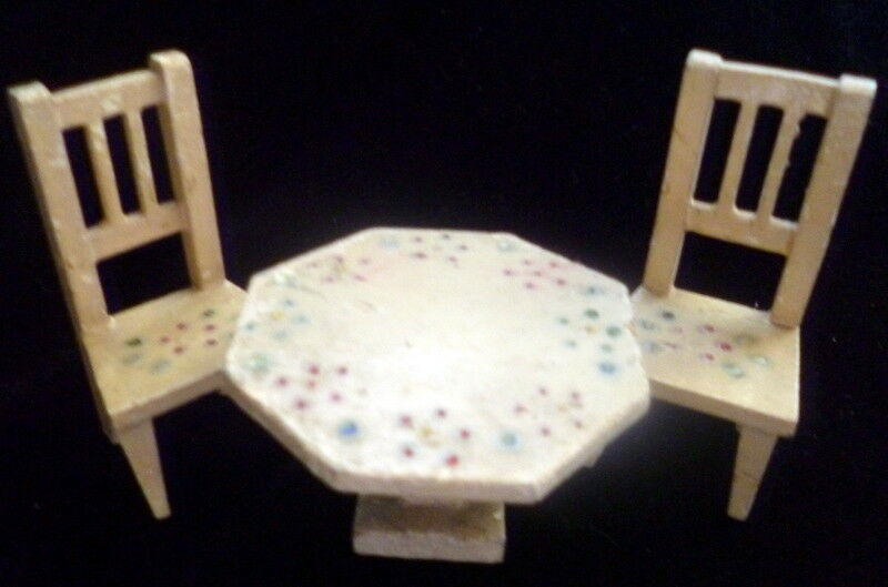 Antique German Dollhaus Miniature Weiß Painted Dining Table & Two Chairs