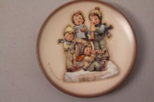 Goebel-Hummel-Lots-Of-Luck-Hum-895-Mini-Plate-Motif-1995-Plate-Series-Wall-Plate