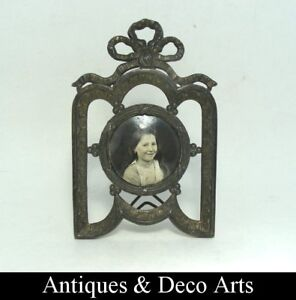 Antique-picture-frame-by-regulates