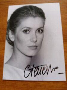 Autographe,Dédicace De Catherine Deneuve   Sur Photo 12/17 Cm