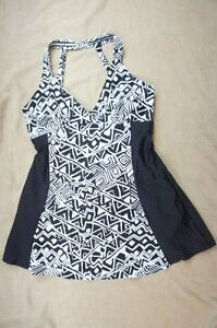 Island Escape Swimdress Sz 8 Black White Geo Print H-Back Swimsuit R760697