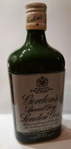 GORDENS VINTAGE GIN BOTTLE SHAPED CERAMIC WATER JUG1982 HOBBS WELCH FATHERS DAY