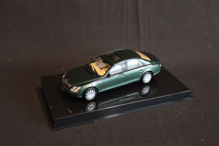 AutoArt   Gateway Maybach 57 1 43 Dark Green   Green (JS)