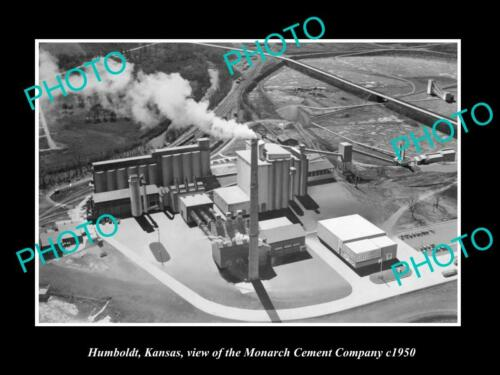OLD 6 X 4 HISTORIC PHOTO OF HUMBOLDT KANSAS, VIEW OF THE MONARCH CEMENT Co c1950