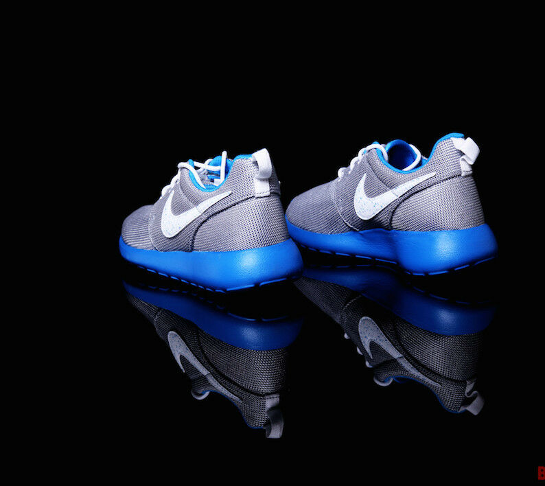 NUOVO Nike Roshe Run GS LUPO GRIGIO (599728 019) 019) 019) per le ragazze, Gioventù, donna Guide 512fad