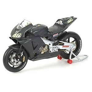 MINICHAMPS-1-12-SCALE-HONDA-RC211V-ROSSI-PRE-SEASON-TEST-BIKE-MOTOGP-2002