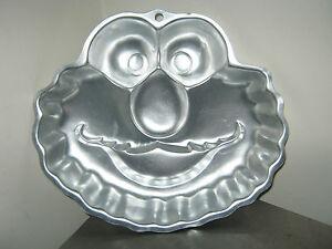 Wilton-Sesame-Street-Elmo-Face-Cake-Pan-2105-3461-2002