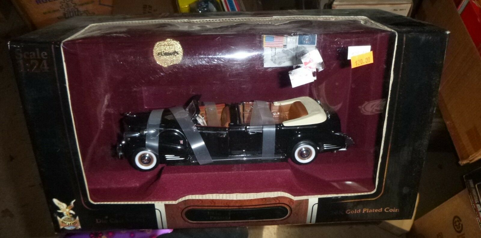 ROAD SIGNATURE 1938 CADILLAC V-16 PRESIDENTIAL LIMO VINTAGE CAR 1 24 DIECAST