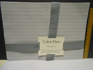Calvin-Klein-silver-pinstripe-pvc-placemats-Set-of-4-13-034-x-18-034-NEW