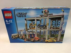 Lego City Garage : New rare first edition lego city garage retired