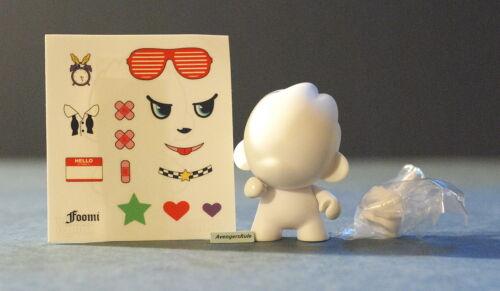 MunnyWorld Micro Foomi Multicolor Kidrobot White