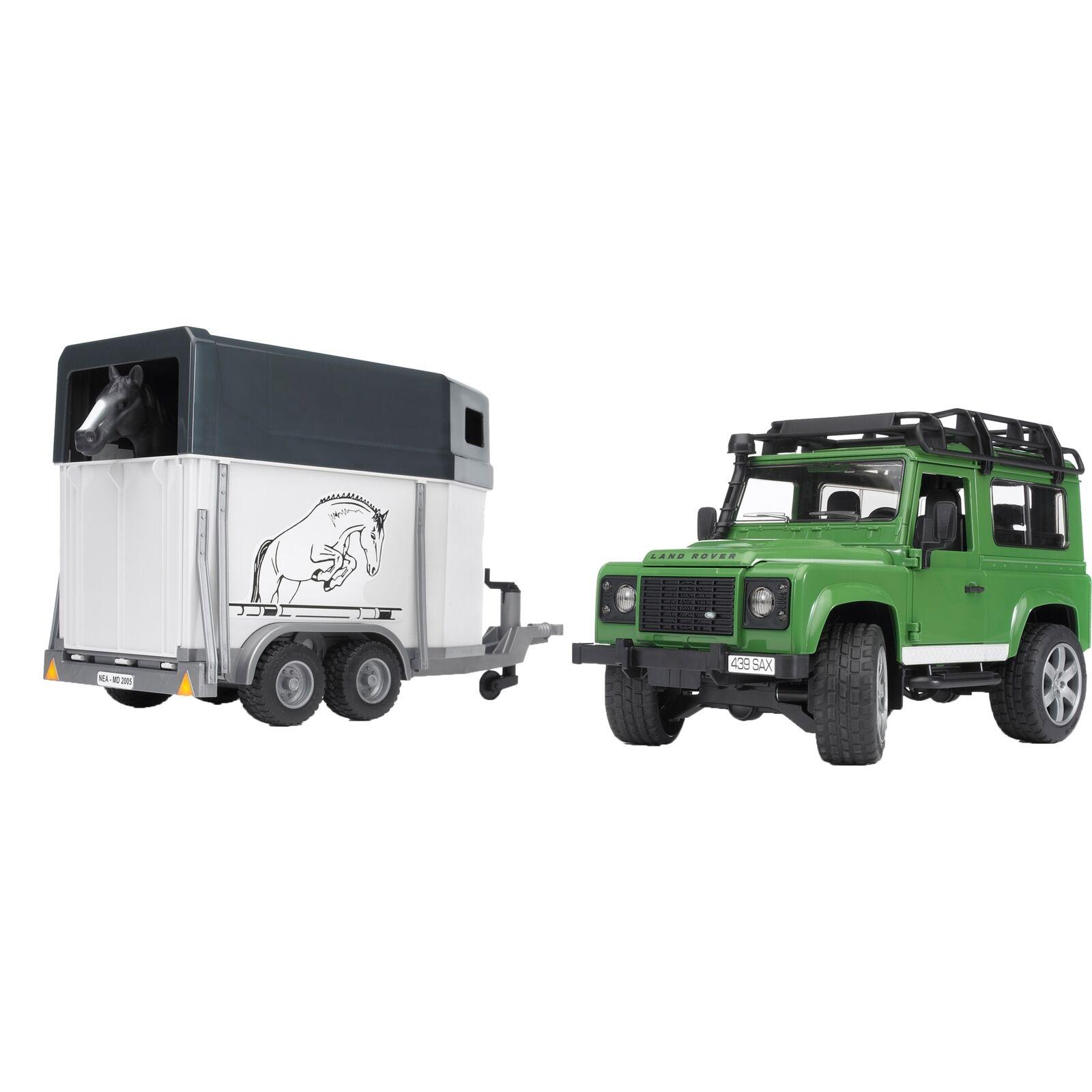 Bruder Land Rover Defender mit Pferdeanhänger inkl. 1 Pferd Modellfahrzeug