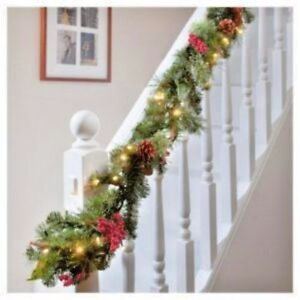 Natale-X-Large-9FT-Luxury-LIGHT-Up-LED-PRE-ILLUMINATO-GHIRLANDA-DECORATA-Natale-Frutti-di-Bosco