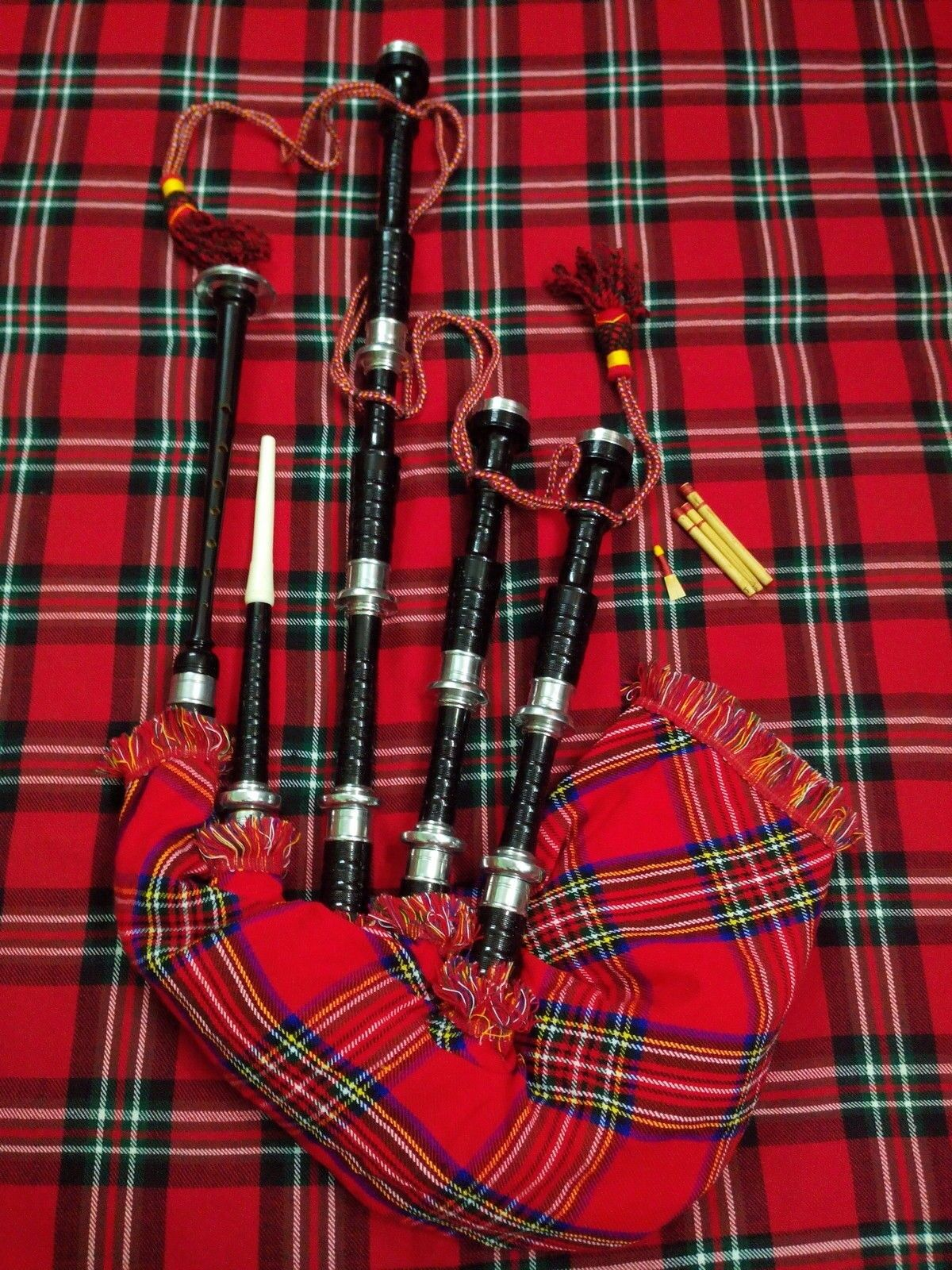 Brand New Scottish Highland Bagpipe with full Silber mounts