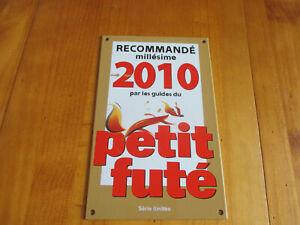 Plaque-emaillee-Guides-du-Petit-Fute-2010-plaque-d-039-occasion-qui-a-ete-posee