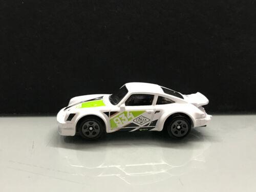 1:64 Die-Cast Brinquedo Carros Hw 2020 Forza Porsche 934 Turbo não filada Solto