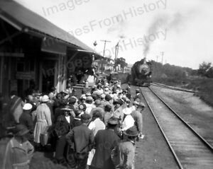 Details about 8x10 Print People Waiting for Train to Enter Depot 1926  #2017609