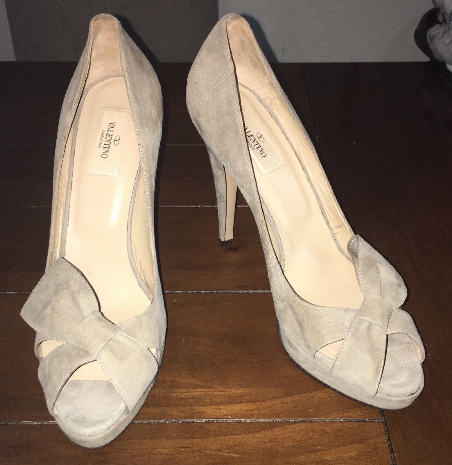 NEW  795 VALENTINO Taupe BOW Suede Peeptoe PLATFORM Heels Pumps shoes 40 9