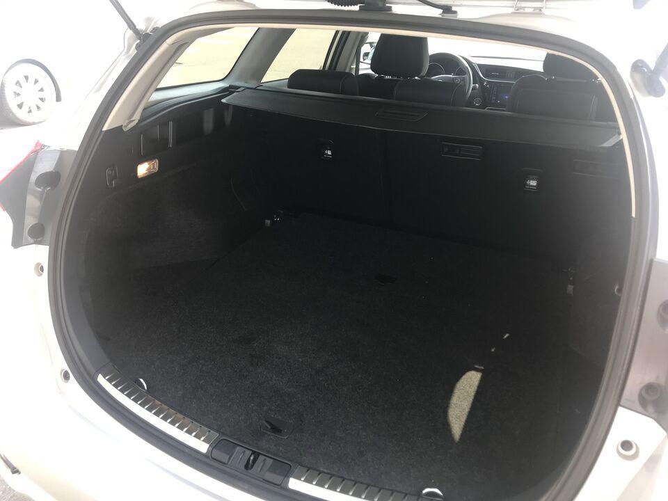 Toyota Auris 1,8 Hybrid H2 Selected TS CVT Benzin aut.